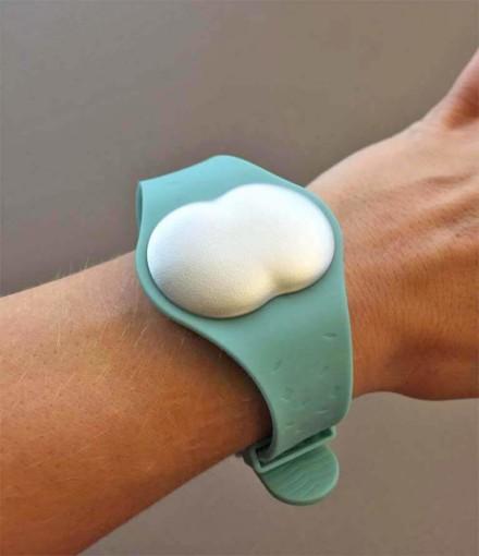 Ava Armband 1.2 an der Hand