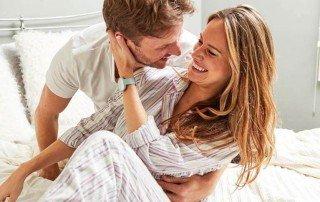 Glückliches Paar mit Ava Armband 1.2